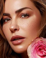 Audrey Bouette model (Audrey Bouetté modèle). Photoshoot of model Audrey Bouette demonstrating Face Modeling.Face Modeling Photo #232687