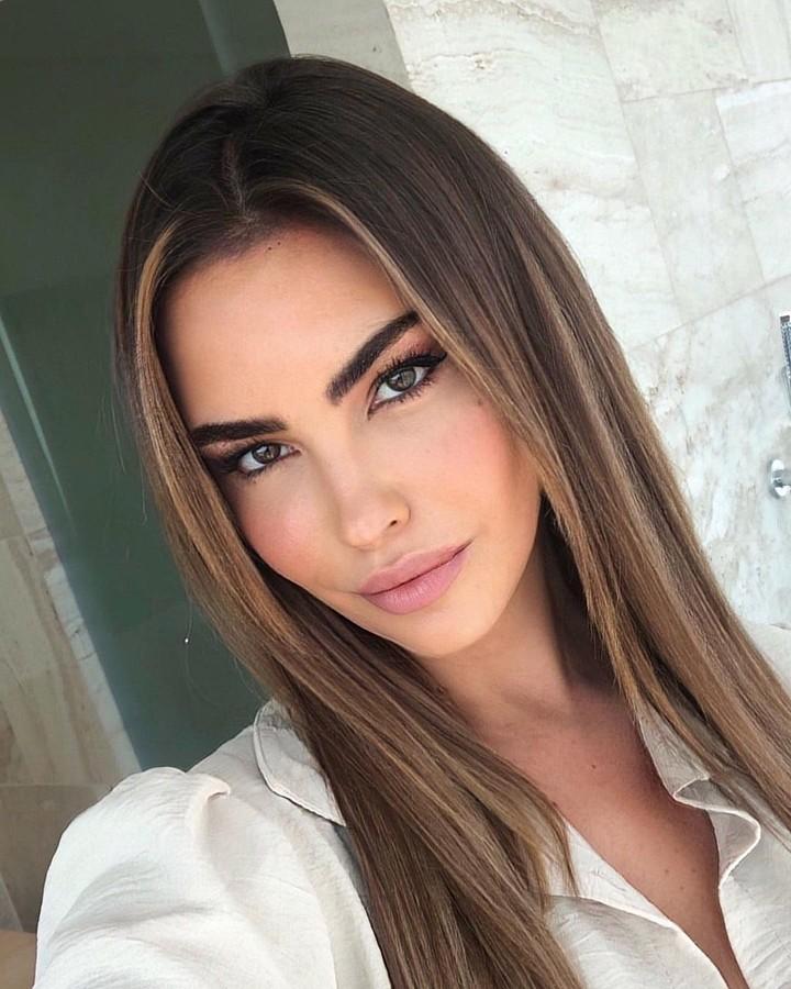 Audrey Bouette model (Audrey Bouetté modèle). Photoshoot of model Audrey Bouette demonstrating Face Modeling.Face Modeling Photo #232686