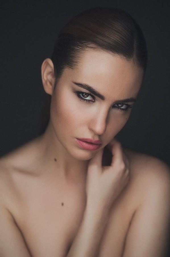 Audrey Bouette model (Audrey Bouetté modèle). Photoshoot of model Audrey Bouette demonstrating Face Modeling.Face Modeling Photo #96972
