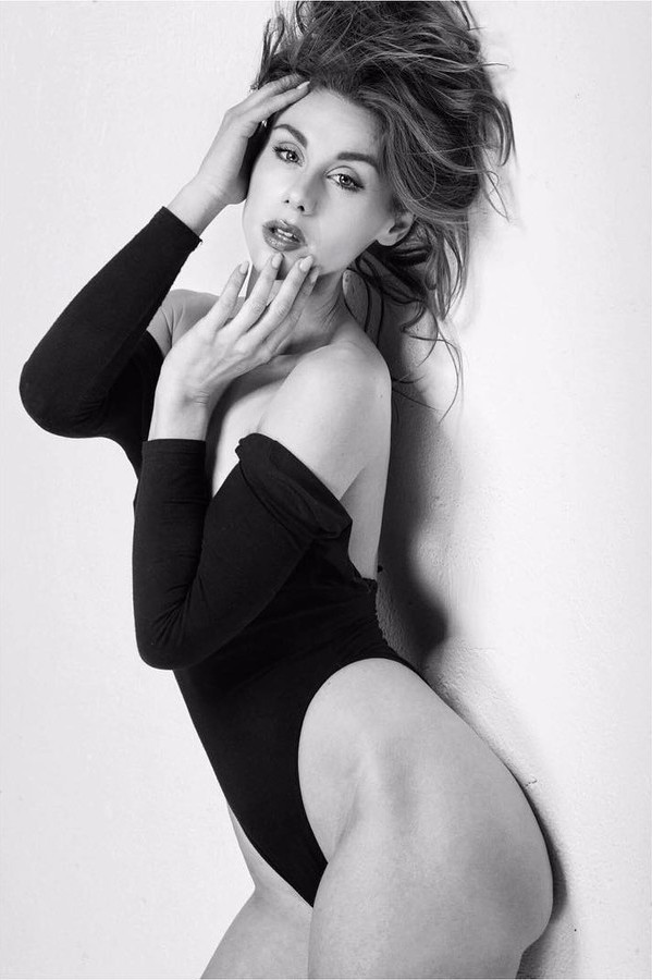 Beatrice Frasson model (modella). Photoshoot of model Beatrice Frasson demonstrating Body Modeling.Body Modeling Photo #183976
