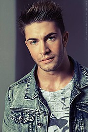 Benji Taylor model. Photoshoot of model Benji Taylor demonstrating Face Modeling.Face Modeling Photo #93322