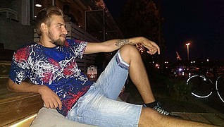 Ο Βασίλης Κάψαλος είναι μοντέλο με βάση τη Πάτρα. Ασχολείται επίσης με το μπάσκετ,personal training/coaching καθώς και art-tattoo και artist