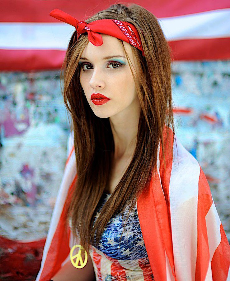 Bree Fry model. Photoshoot of model Bree Fry demonstrating Face Modeling.Face Modeling Photo #114054