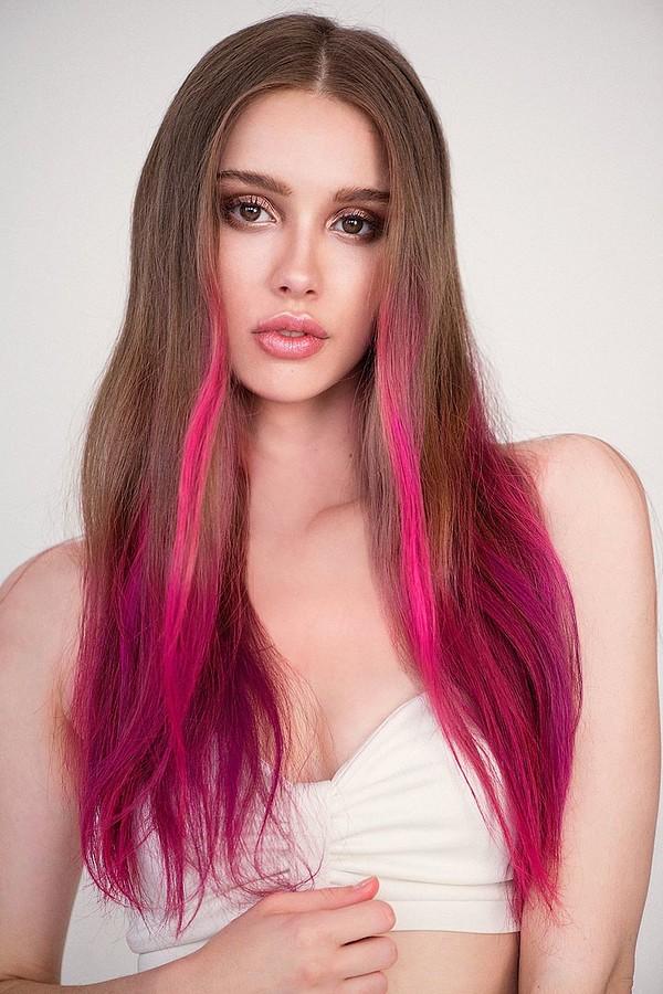Bree Fry model. Photoshoot of model Bree Fry demonstrating Face Modeling.Face Modeling Photo #170946
