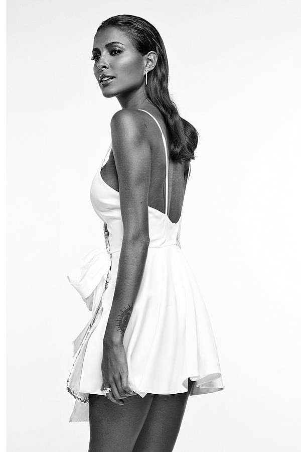 Carlo Battillocchi photographer (fotografo). Work by photographer Carlo Battillocchi demonstrating Fashion Photography in a photo-session with the model Mariana Rodriguez.model: mariana rodriguezFashion Photography Photo #190113
