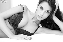 Carmen Vantini model (modella). Carmen Vantini demonstrating Face Modeling, in a photoshoot by Roberto Ronconi.photographer: Roberto RonconiFace Modeling Photo #151848