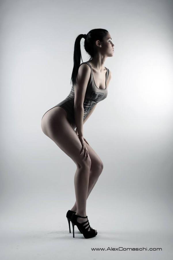Carmen Vantini model (modella). Photoshoot of model Carmen Vantini demonstrating Body Modeling.Body Modeling Photo #92437