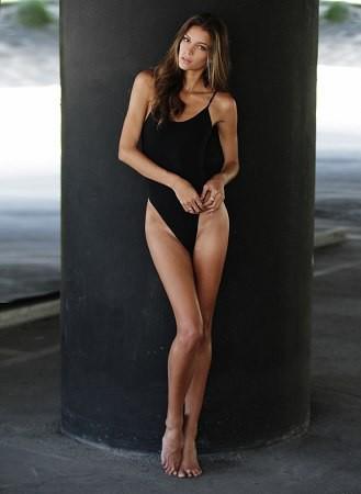 Carrie Amstutz model. Photoshoot of model Carrie Amstutz demonstrating Fashion Modeling.Fashion Modeling Photo #109593