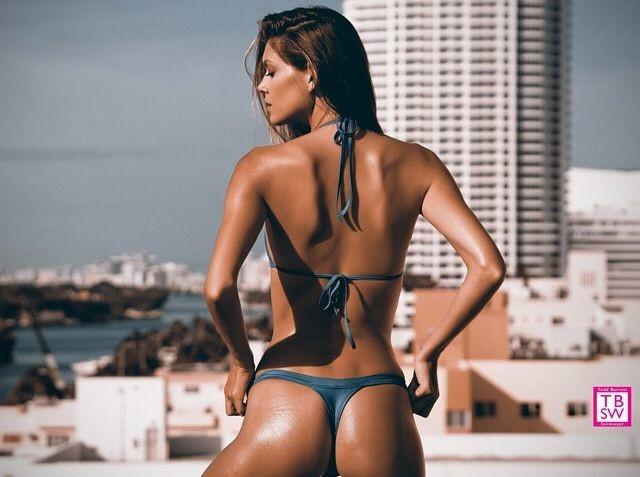 Carrie Amstutz model. Photoshoot of model Carrie Amstutz demonstrating Body Modeling.Body Modeling Photo #109598