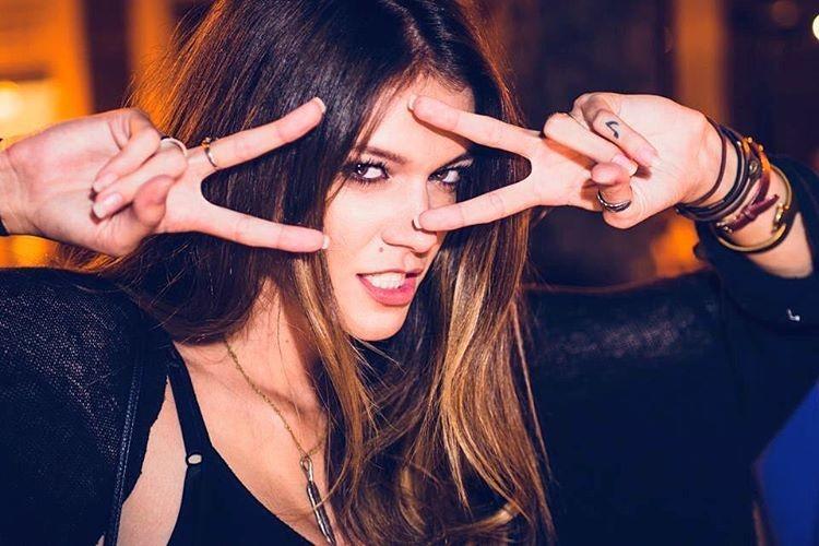 Carrie Amstutz model. Photoshoot of model Carrie Amstutz demonstrating Face Modeling.Face Modeling Photo #168713