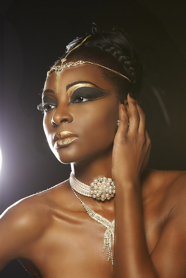 Chanise Sharay Smith model. Chanise Sharay Smith demonstrating Face Modeling, in a photoshoot by Falcone Reale.Photographer: FALCONE REALENecklaceFace Modeling Photo #102807