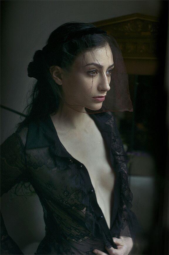 Chantal Lamour model. Photoshoot of model Chantal Lamour demonstrating Face Modeling.Face Modeling Photo #102857
