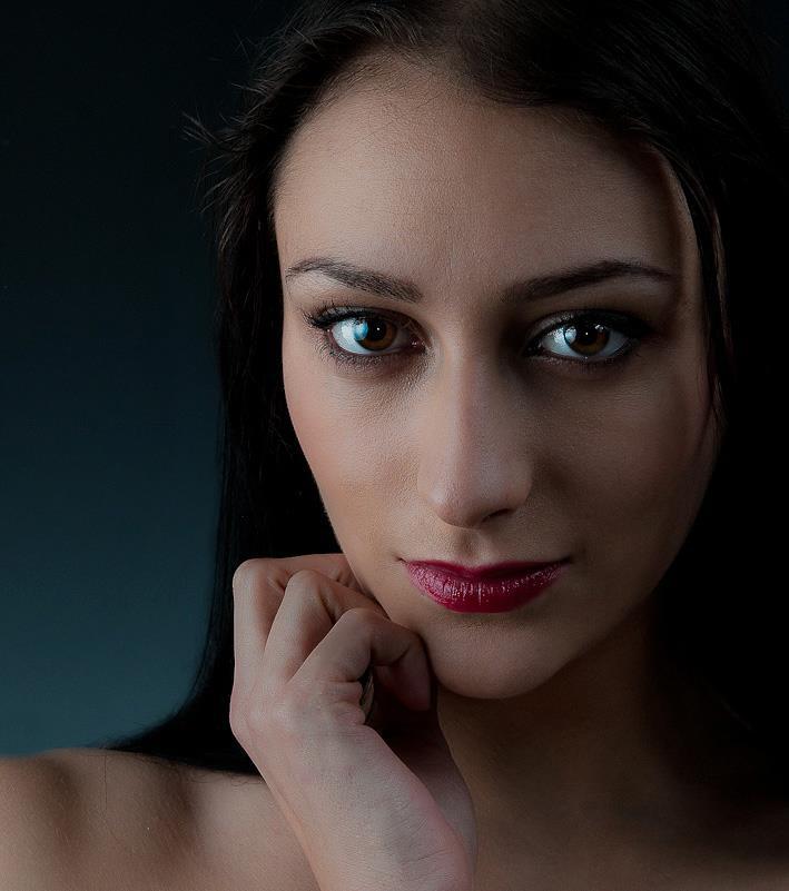 Chantal Lamour model. Photoshoot of model Chantal Lamour demonstrating Face Modeling.Face Modeling Photo #102858