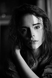 Charlie Melchiori model (modèle). Photoshoot of model Charlie Melchiori demonstrating Face Modeling.Face Modeling Photo #115334