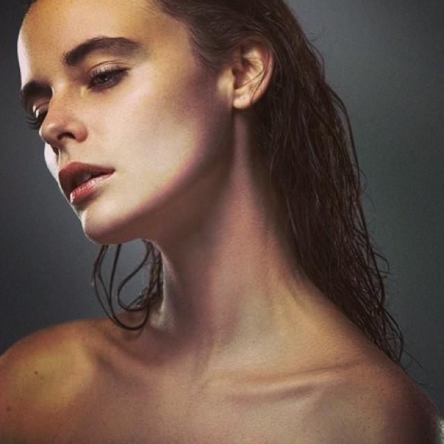 Charlie Melchiori model (modèle). Photoshoot of model Charlie Melchiori demonstrating Face Modeling.Face Modeling Photo #115346