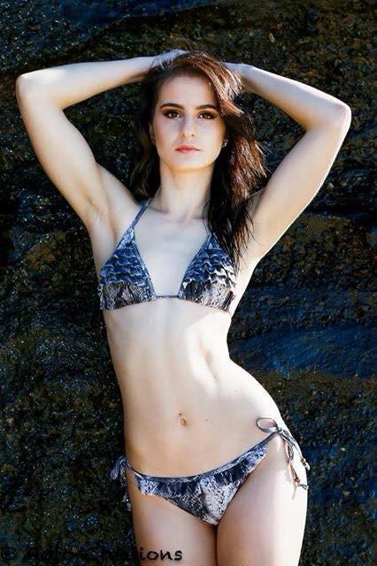 Chelsea Anne Lewis model. Photoshoot of model Chelsea Anne Lewis demonstrating Body Modeling.Body Modeling Photo #154180