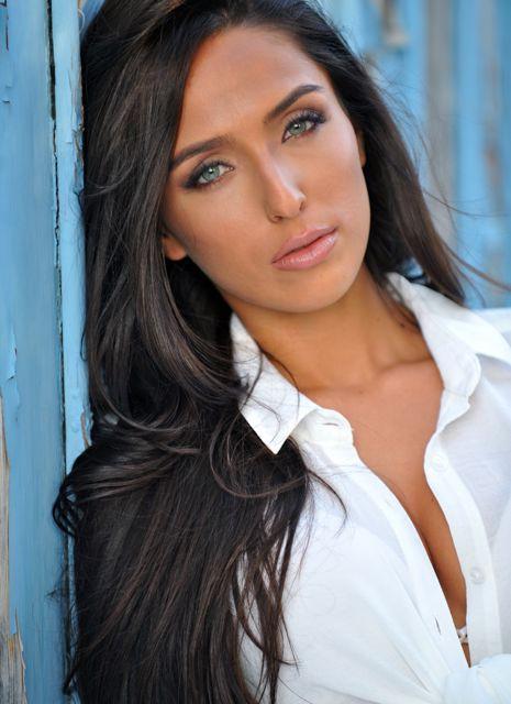 Chelsea Pereira model & actress. Photoshoot of model Chelsea Pereira demonstrating Face Modeling.Face Modeling Photo #115417