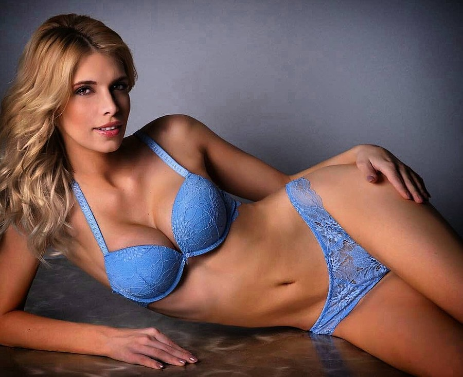 Christiana Karnezi model (Κλεοπάτρα Χριστιάνα Καρνέζη μοντέλο). Photoshoot of model Christiana Karnezi demonstrating Body Modeling.Body Modeling Photo #178252
