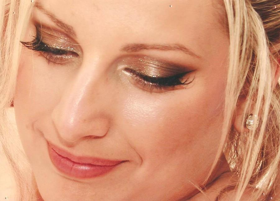 Christina Roussi makeup artist (μακιγιέρ). Work by makeup artist Christina Roussi demonstrating Bridal Makeup.Bridal Makeup Photo #82354