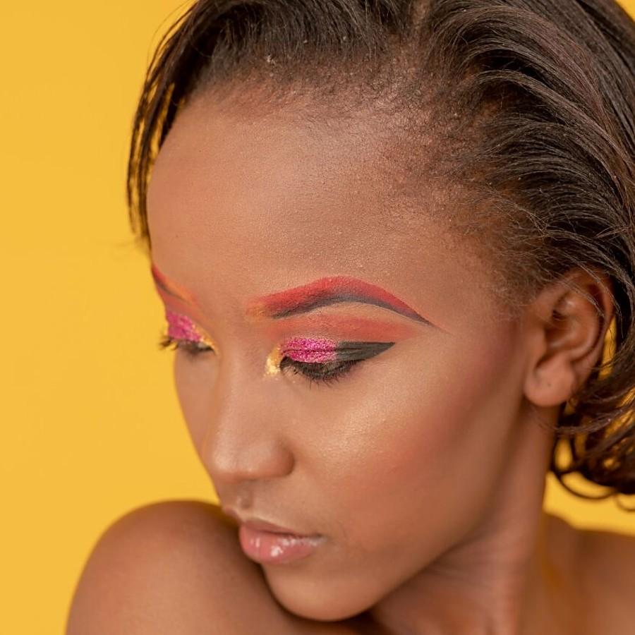 Christine Waruguru model. Photoshoot of model Christine Waruguru demonstrating Face Modeling.Face Modeling Photo #200788
