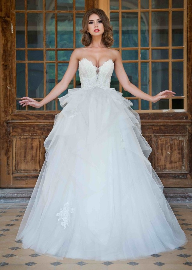 Fashion Modeling Wedding Gown Photo 170074 By Claudia