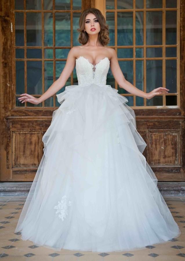 Claudia Marusanici model & photographer. Photoshoot of model Claudia Marusanici demonstrating Fashion Modeling.Maya Fashion Wedding DressesWedding GownFashion Modeling Photo #170074