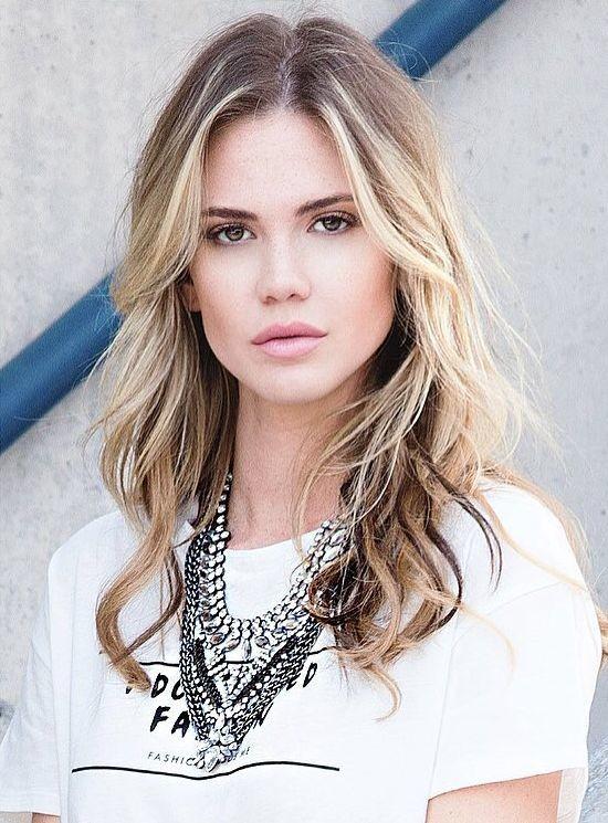 Courtney O'Connor model. Photoshoot of model Courtney O Connor demonstrating Face Modeling.Face Modeling Photo #165761