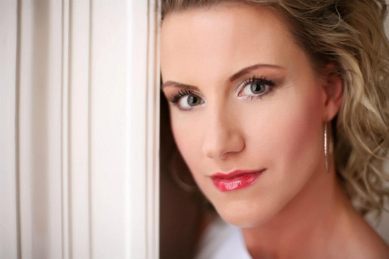 Csilla Javorszki makeup artist & hair stylist. Work by makeup artist Csilla Javorszki demonstrating Beauty Makeup.Beauty Makeup Photo #75746