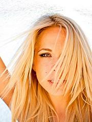 Dani Mathers model. Photoshoot of model Dani Mathers demonstrating Face Modeling.Face Modeling Photo #113973