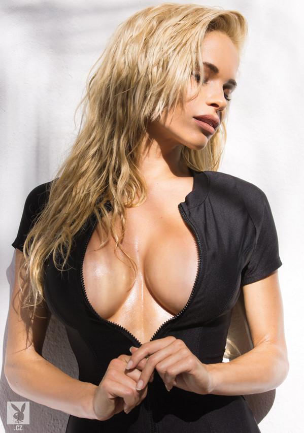 Dani Mathers model. Photoshoot of model Dani Mathers demonstrating Face Modeling.Face Modeling Photo #113978