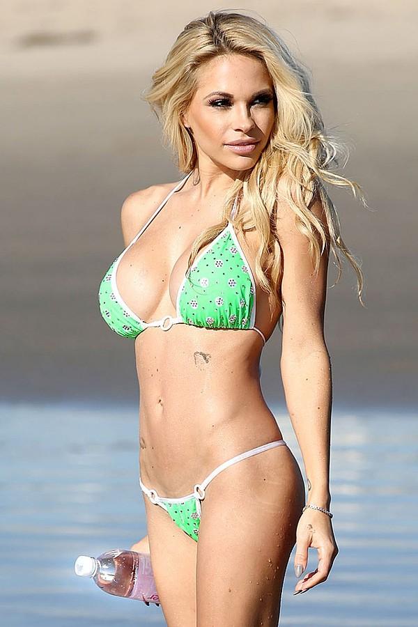 Dani Mathers model. Photoshoot of model Dani Mathers demonstrating Body Modeling.Body Modeling Photo #113981