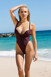 Dani Mathers model. Photoshoot of model Dani Mathers demonstrating Body Modeling.Body Modeling Photo #113984