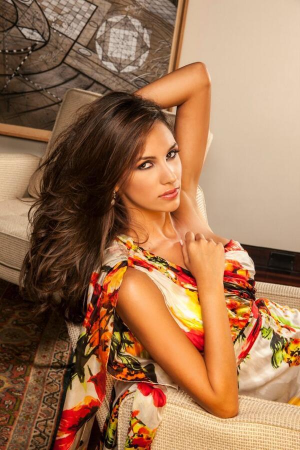 Daniela Chalbaud model. Photoshoot of model Daniela Chalbaud demonstrating Face Modeling.Face Modeling Photo #105301