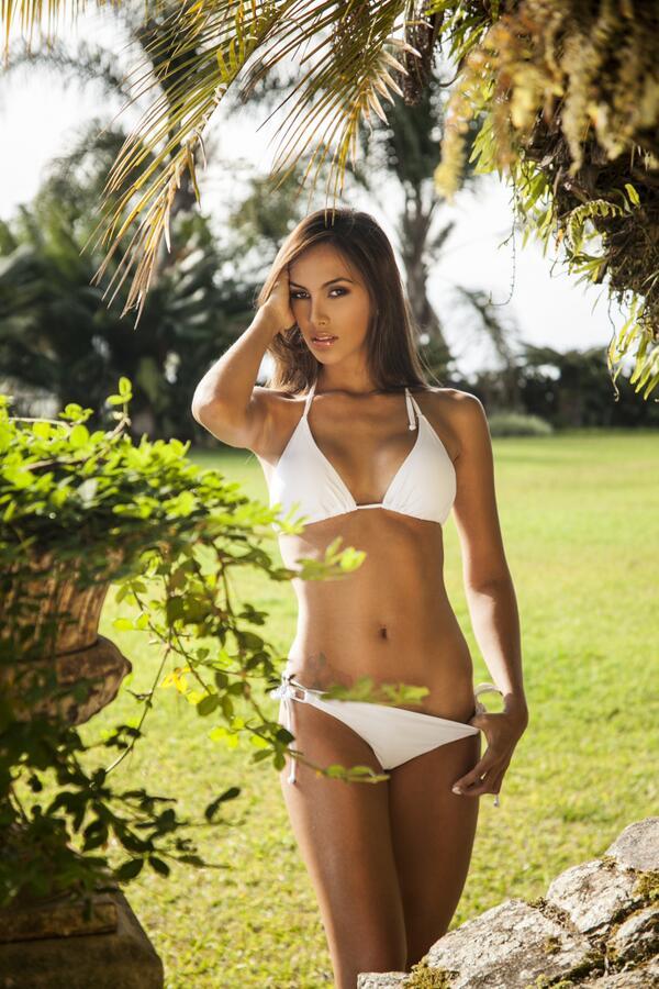 Daniela Chalbaud model. Photoshoot of model Daniela Chalbaud demonstrating Body Modeling.Body Modeling Photo #82029