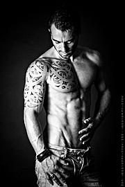 David Lerebourg model (modèle). Photoshoot of model David Lerebourg demonstrating Body Modeling.Body Modeling Photo #91587