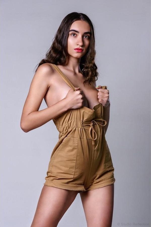Dimitra Ntampiki model (μοντέλο). Dimitra Ntampiki demonstrating Fashion Modeling, in a photoshoot by Waage Kunst.photographer: Waage KunstFashion Modeling Photo #229906