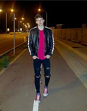 Είμαι ο Dήμος Θεμιστοκλέους είμαι 20 χρονών είμαι από τη Μολδαβία μένω Λεμεσό κάνω αθλητισμό 6 χρόνια είμαι ύψος 183 και 75κg τελείωσα αθλητ