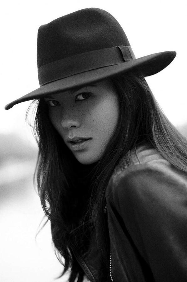 Diva Cam model (modèle). Photoshoot of model Diva Cam demonstrating Face Modeling.Face Modeling Photo #169390