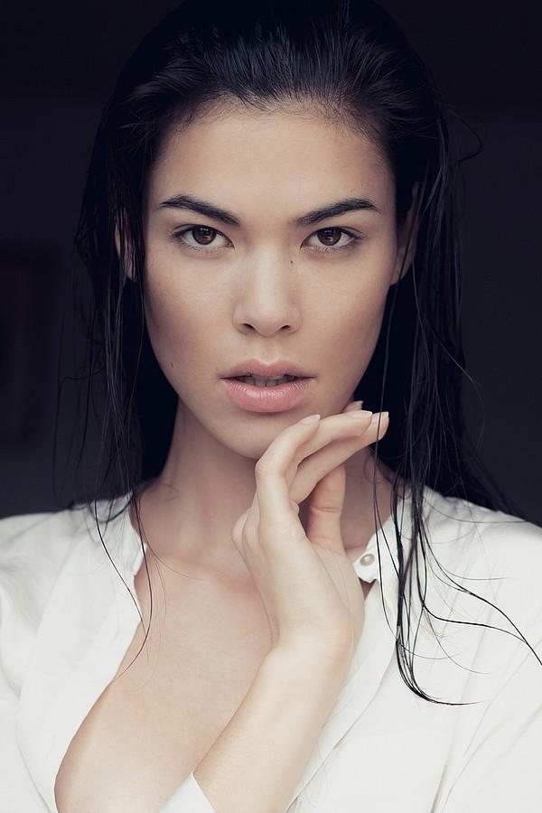 Diva Cam model (modèle), Selected Management Dusseldorf modeling agency (modellagentur). Photoshoot of model Diva Cam demonstrating Face Modeling.Face Modeling Photo #73288