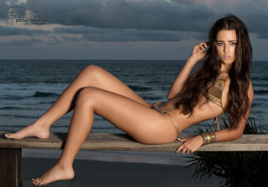 Ebony Wall model. Photoshoot of model Ebony Wall demonstrating Body Modeling.Body Modeling Photo #78496