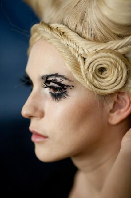 Ekaterina Guseva makeup artist (Екатерина Гусева визажист). Work by makeup artist Ekaterina Guseva demonstrating Creative Makeup.Creative Makeup Photo #57701