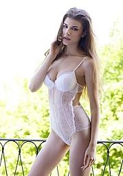 Elena Novelletto model (modella). Photoshoot of model Elena Novelletto demonstrating Body Modeling.Body Modeling Photo #180300