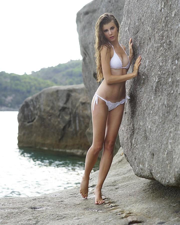 Elena Novelletto model (modella). Photoshoot of model Elena Novelletto demonstrating Body Modeling.Body Modeling Photo #180303
