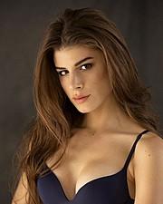 Elena Novelletto model (modella). Photoshoot of model Elena Novelletto demonstrating Face Modeling.Face Modeling Photo #180304