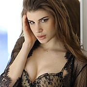 Elena Novelletto model (modella). Photoshoot of model Elena Novelletto demonstrating Face Modeling.Face Modeling Photo #180312