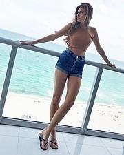 Elena Novelletto model (modella). Photoshoot of model Elena Novelletto demonstrating Fashion Modeling.Jean ShortFashion Modeling Photo #180319