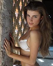 Elena Novelletto model (modella). Photoshoot of model Elena Novelletto demonstrating Face Modeling.Face Modeling Photo #193577
