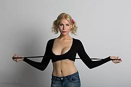 Elena Vikstrom (Elena Vikström) model. Photoshoot of model Elena Vikstrom demonstrating Face Modeling.Face Modeling Photo #97139