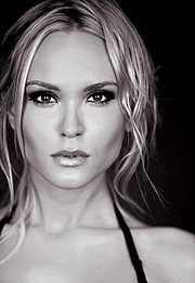 Elin Flodin model. Photoshoot of model Elin Flodin demonstrating Face Modeling.Face Modeling Photo #112995