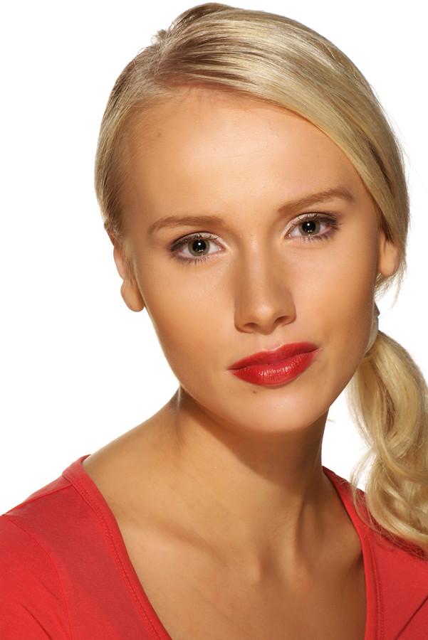 Elina Leskinen model. Photoshoot of model Elina Leskinen demonstrating Face Modeling.Face Modeling Photo #97083